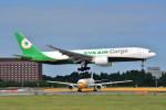 トロピカルさんが、成田国際空港で撮影したエバー航空 777-F5Eの航空フォト(写真)