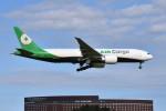 さくらの城南山。さんが、成田国際空港で撮影したエバー航空 777-F5Eの航空フォト(飛行機 写真・画像)