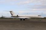 スポット110さんが、羽田空港で撮影したネットジェッツ・エイビエーション BD-700-1A10 Global 6000の航空フォト(写真)