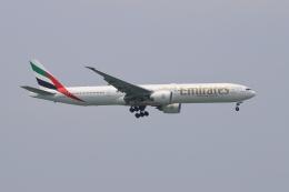 航空フォト:A6-EBM エミレーツ航空 777-300