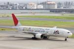 小牛田薫さんが、羽田空港で撮影した日本航空 777-246の航空フォト(写真)