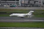 シュウさんが、羽田空港で撮影した中国個人所有 BD-100 Challenger 300/350の航空フォト(写真)