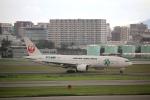 ジャガイモさんが、伊丹空港で撮影した日本航空 777-246の航空フォト(写真)
