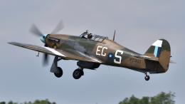 PaveHawk_Golfさんが、フェアフォード空軍基地で撮影したBBMF Hurricane Mk2Cの航空フォト(飛行機 写真・画像)