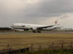 とおまわりさんが、伊丹空港で撮影した日本航空 777-246の航空フォト(写真)