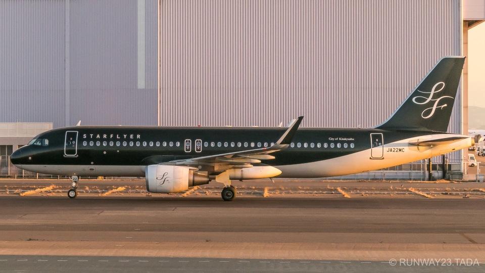 RUNWAY23.TADAさんのスターフライヤー Airbus A320 (JA22MC) 航空フォト