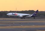 ふじいあきらさんが、成田国際空港で撮影したフェデックス・エクスプレス 777-FS2の航空フォト(写真)