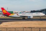 Tomo-Papaさんが、ロンドン・ヒースロー空港で撮影した北京首都航空 A330-243の航空フォト(写真)