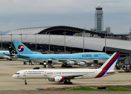 Crosswindさんが、関西国際空港で撮影したロイヤル・ネパール航空 757-2F8の航空フォト(飛行機 写真・画像)