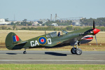ちゃぽんさんが、アバロン空港で撮影したイギリス空軍 P-40N Warhawkの航空フォト(写真)