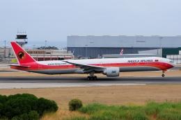 ぼんやりしまちゃんさんが、リスボン・ウンベルト・デルガード空港で撮影したTAAGアンゴラ航空 777-3M2/ERの航空フォト(飛行機 写真・画像)
