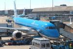 セブンさんが、アムステルダム・スキポール国際空港で撮影したKLMシティホッパー ERJ-190-100(ERJ-190STD)の航空フォト(飛行機 写真・画像)