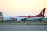 水月さんが、関西国際空港で撮影したティーウェイ航空 737-8ASの航空フォト(写真)