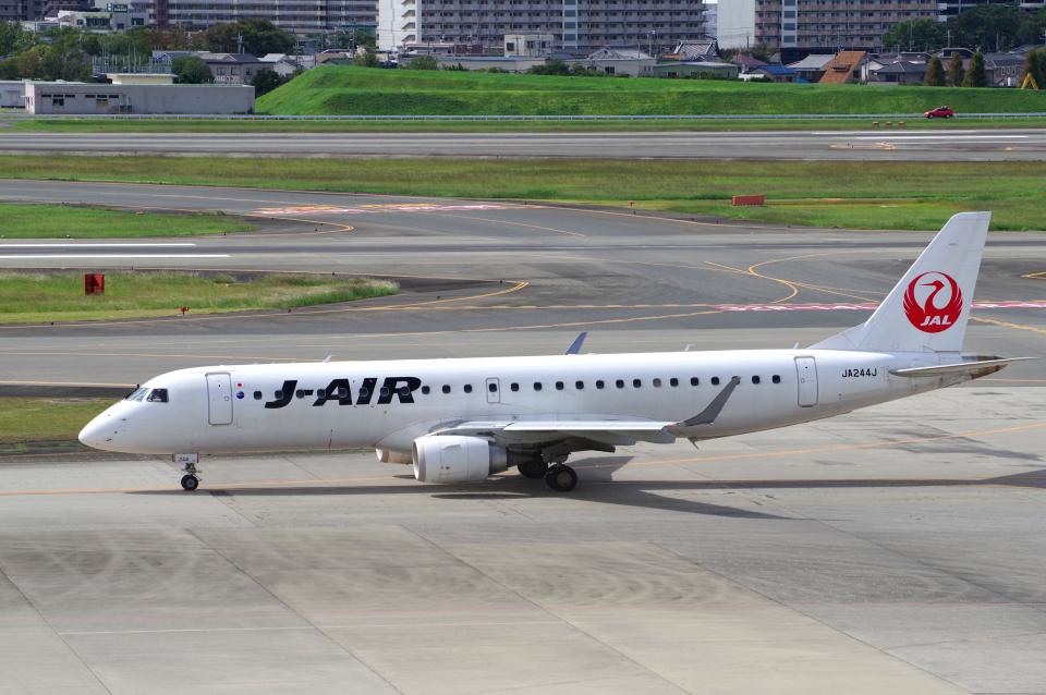 yabyanさんのジェイ・エア Embraer ERJ-190 (JA244J) 航空フォト