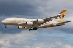 Tomo-Papaさんが、ロンドン・ヒースロー空港で撮影したエティハド航空 A380-861の航空フォト(写真)