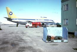 BOSTONさんが、デッドホース空港で撮影したウィーン・エア・アラスカ 737-210C/Advの航空フォト(飛行機 写真・画像)
