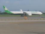 東亜国内航空さんが、台湾桃園国際空港で撮影したエバー航空 777-35E/ERの航空フォト(写真)