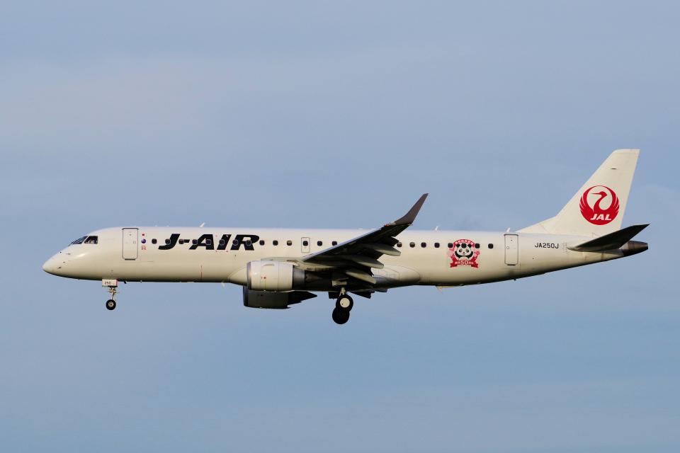 yabyanさんのジェイエア Embraer 190 (JA250J) 航空フォト