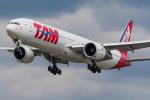 Tomo-Papaさんが、ロンドン・ヒースロー空港で撮影したTAM航空 777-32W/ERの航空フォト(写真)