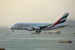 garrettさんが、香港国際空港で撮影したエミレーツ航空 A380-842の航空フォト(飛行機 写真・画像)