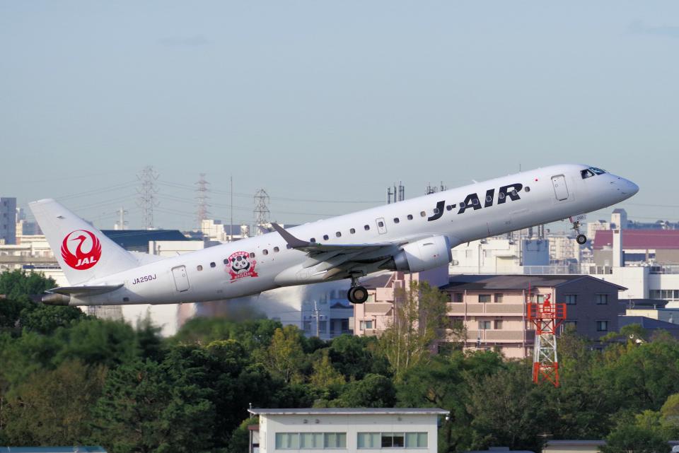 yabyanさんのジェイ・エア Embraer ERJ-190 (JA250J) 航空フォト