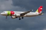Tomo-Papaさんが、ロンドン・ヒースロー空港で撮影したTAPポルトガル航空 A320-214の航空フォト(写真)