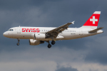 Tomo-Papaさんが、ロンドン・ヒースロー空港で撮影したスイスインターナショナルエアラインズ A319-111の航空フォト(写真)