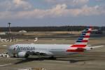 新人スマイスさんが、成田国際空港で撮影したアメリカン航空 777-223/ERの航空フォト(写真)
