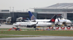 誘喜さんが、ロンドン・ヒースロー空港で撮影したエア・カナダ 737-8-MAXの航空フォト(写真)