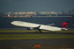 ぼのさんが、羽田空港で撮影したデルタ航空 A330-302の航空フォト(写真)