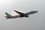 鈴鹿@風さんが、成田国際空港で撮影したアリタリア航空 777-243/ERの航空フォト(写真)
