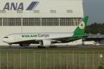 とらとらさんが、成田国際空港で撮影したエバー航空 777-F5Eの航空フォト(写真)