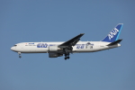 VEZEL 1500Xさんが、羽田空港で撮影した全日空 767-381/ERの航空フォト(写真)