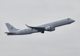 じーく。さんが、成田国際空港で撮影したアメリカ個人所有 ERJ-190-100 ECJ (Lineage 1000)の航空フォト(飛行機 写真・画像)