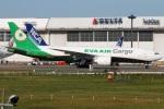 たみぃさんが、成田国際空港で撮影したエバー航空 777-F5Eの航空フォト(写真)