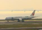 ふじいあきらさんが、羽田空港で撮影した日本航空 777-246の航空フォト(写真)