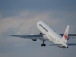 東亜国内航空さんが、伊丹空港で撮影した日本航空 767-346/ERの航空フォト(写真)
