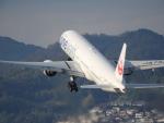 東亜国内航空さんが、伊丹空港で撮影した日本航空 777-346の航空フォト(写真)