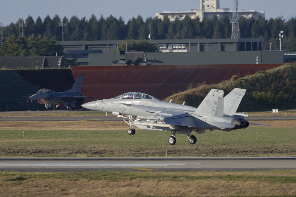 NOTE00さんのアメリカ海軍 Boeing F/A-18 (168386) 航空フォト