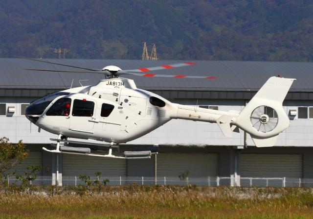 学校法人ヒラタ学園 航空事業本部 Eurocopter EC135/635 JA813H 八尾空港  航空フォト   by LOTUSさん