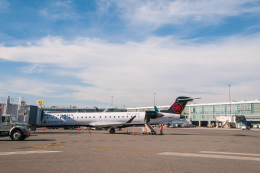 gunmano_kumasanさんが、バンクーバー国際空港で撮影したジャズ・エア CL-600-2D15 Regional Jet CRJ-705ERの航空フォト(飛行機 写真・画像)