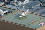 あきらっすさんが、朝日新聞東京本社屋上ヘリポートで撮影した朝日新聞社 A109SPの航空フォト(写真)