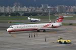 HLeeさんが、台北松山空港で撮影した遠東航空 MD-82 (DC-9-82)の航空フォト(写真)