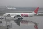 Yashiroさんが、新千歳空港で撮影した日本航空 777-246の航空フォト(写真)