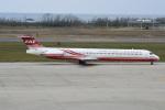 シュウさんが、新潟空港で撮影した遠東航空 MD-83 (DC-9-83)の航空フォト(写真)