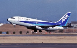 ハミングバードさんが、名古屋飛行場で撮影した全日空 737-281/Advの航空フォト(飛行機 写真・画像)