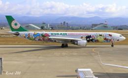 RINA-200さんが、小松空港で撮影したエバー航空 A330-302Xの航空フォト(写真)