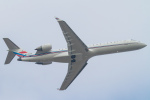Mame @ TYOさんが、珠海金湾空港で撮影した中国人民解放軍 空軍 CL-600-2C10 Regional Jet CRJ-701の航空フォト(写真)