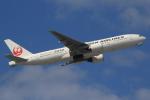 キイロイトリさんが、那覇空港で撮影した日本航空 777-246の航空フォト(写真)
