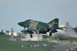 やまちゃんKさんが、那覇空港で撮影した航空自衛隊 RF-4E Phantom IIの航空フォト(飛行機 写真・画像)